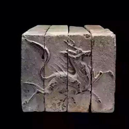 Ćilin rezbaren na ciglama iz 5 i 6 veka